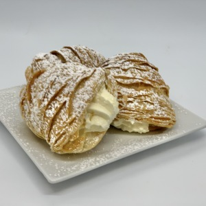 4-Small-Pastries-Lobster-Tail