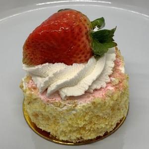 Lg-Pastries-18-Strawberry-Shortcake